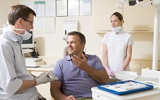 Man holding rapport with dentist